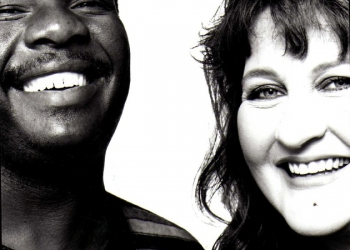 1998 - Met Vusi Mahlasela vir 'Samekoms/Kopano' - Foto: Sally Shorkend