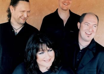 2004 - Hierdie is vir my 'n mooi herinnering van die vrolike dae saam met my orkeslede (1999-2004) vlnr: Wouter van de Venter (kitaar), Clinton Waring (klavier) en Leon Ecroignard (baskitaar en perkussie). Foto: Sally Shorkend.